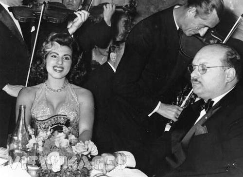 бывший король Египта и Судана Фарук и Ирма Капе Минутоло, 1959 год.