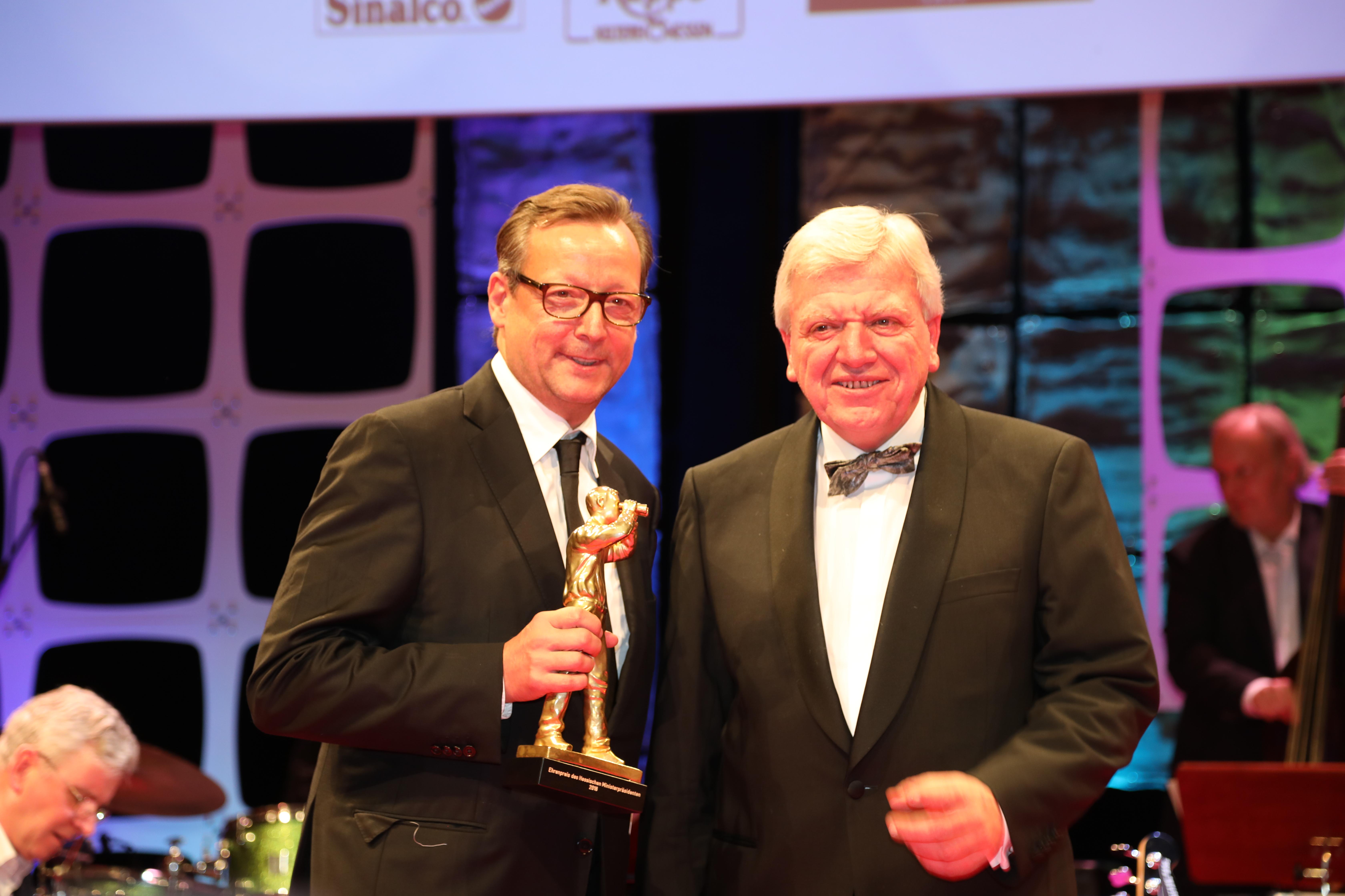 File Hessischer Filmpreis 2018 Matthias Brandt Volker Bouffier 1 Jpg Wikimedia Commons