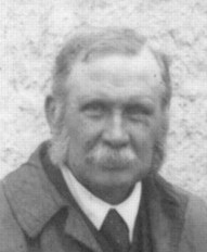 Horne (cropped) at Inchnadamph Inn, 1912.jpg