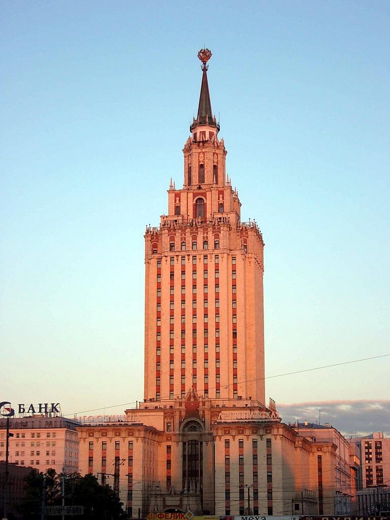 LAS 7 HERMANAS O LOS EDIFICIOS ALTOS DE STALIN Hotel_Leningradskaya