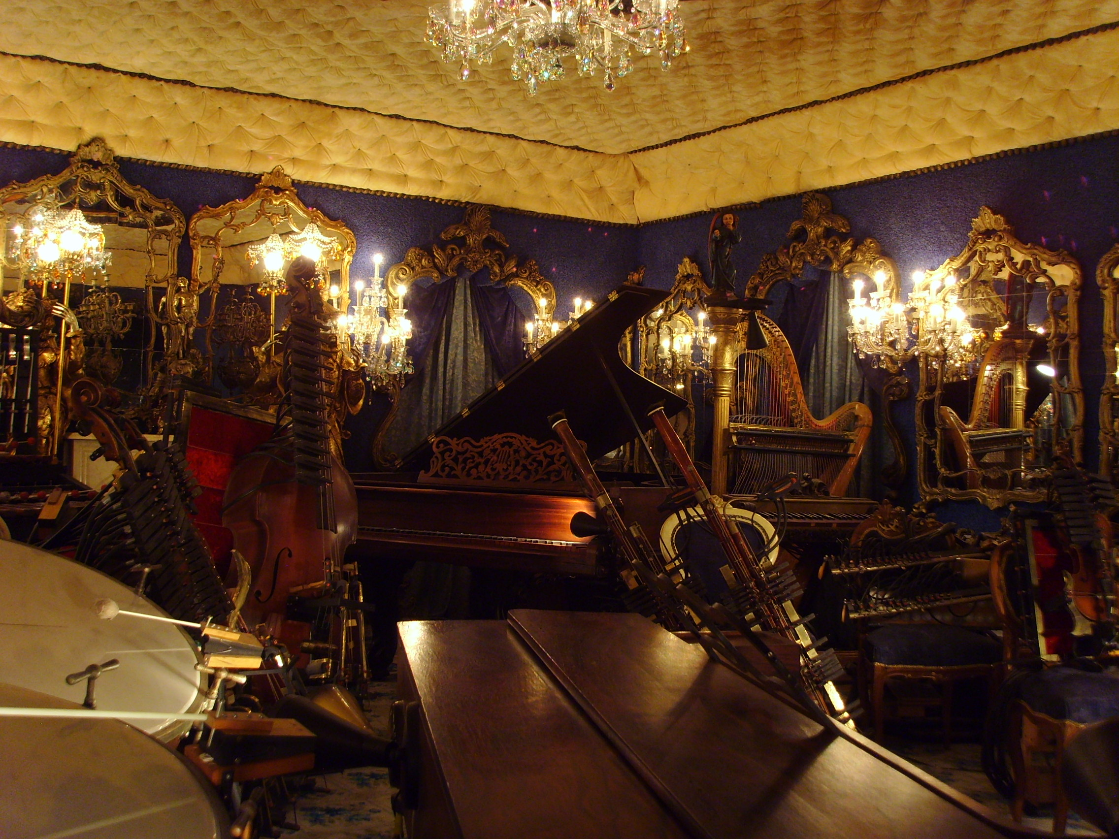 File house on the rock self playing musical instruments for House music wikipedia