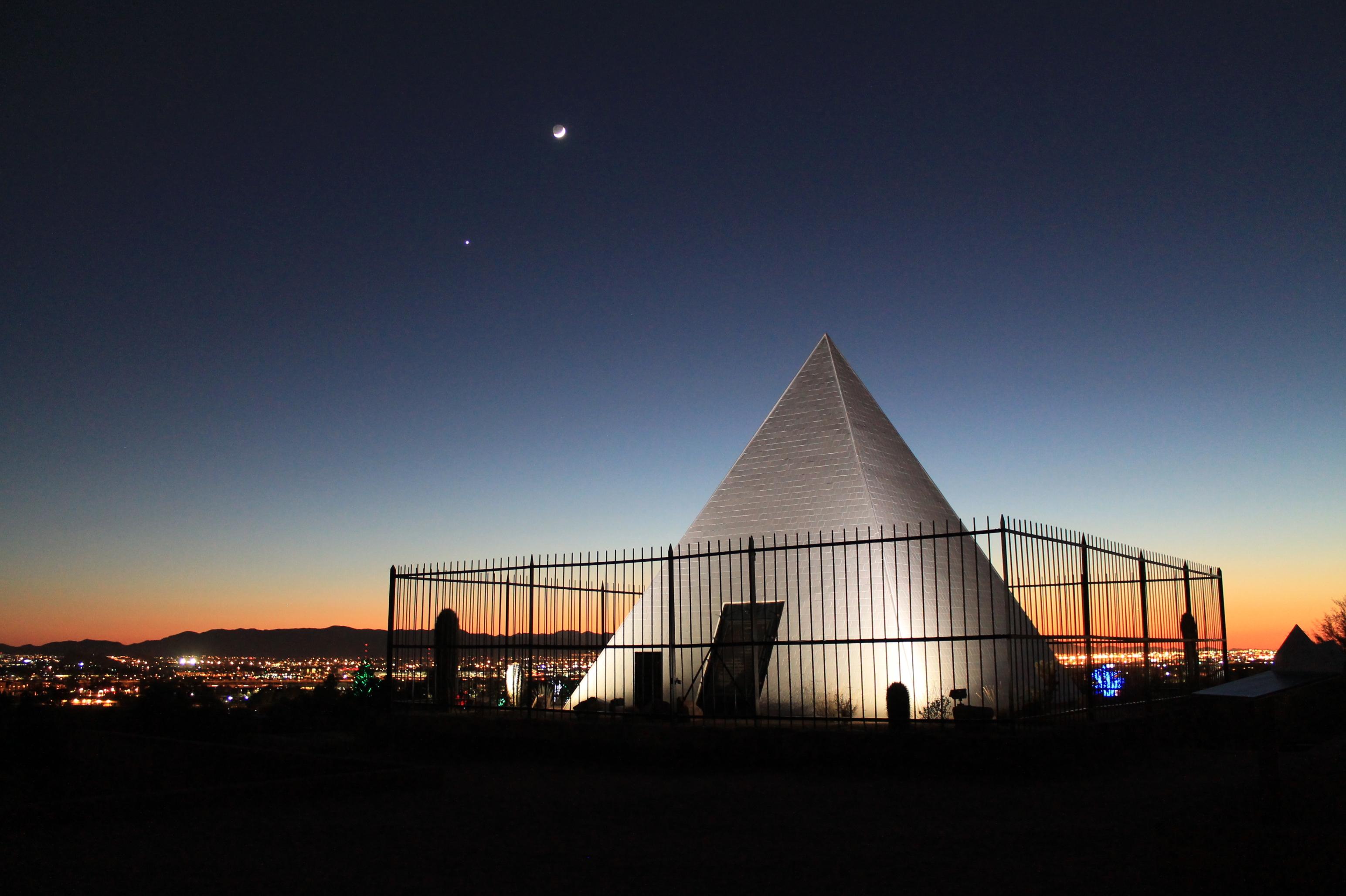 File:Hunts Tomb Papago Park Phoenix AZ.jpg - Wikimedia Commons