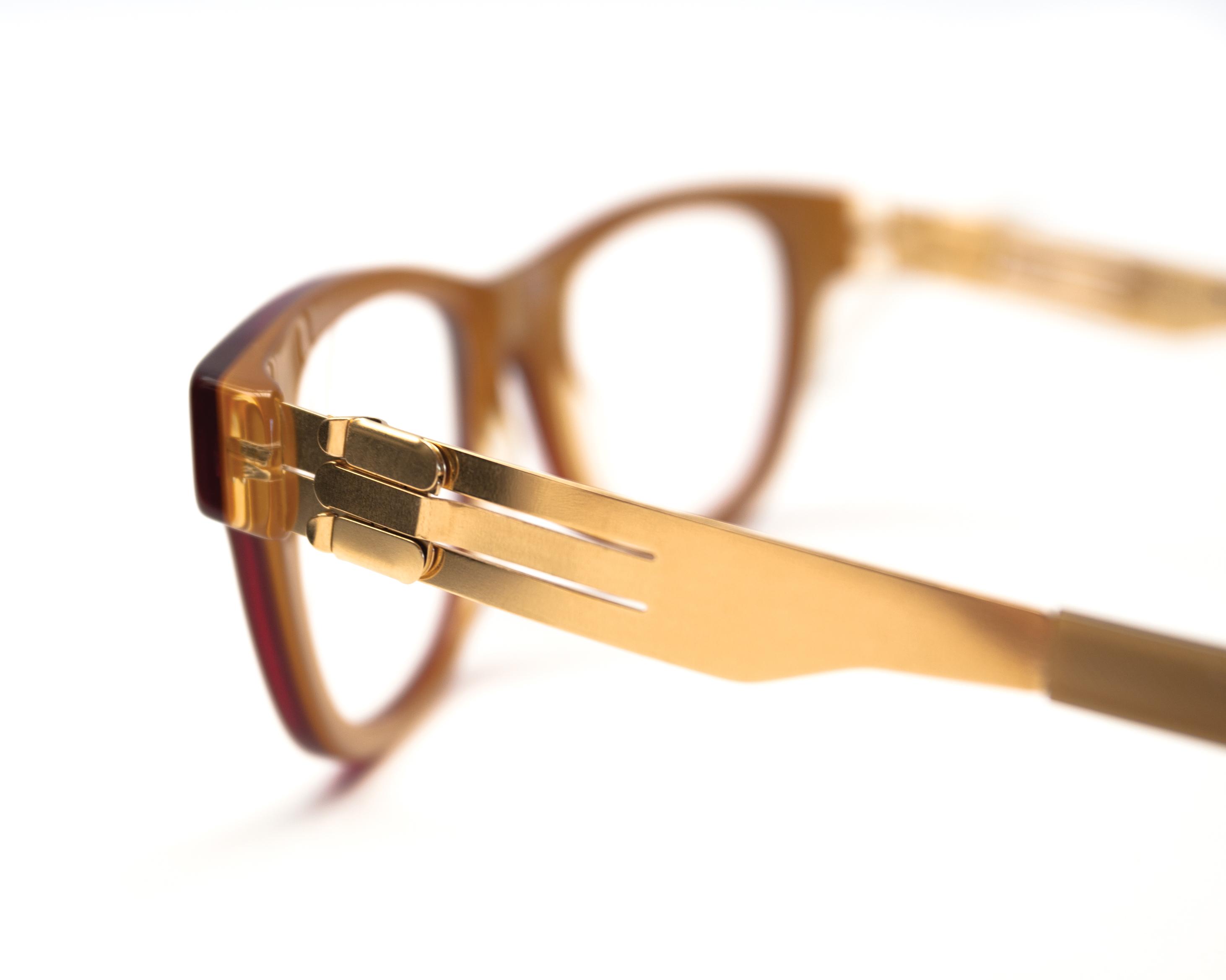 Eyeglass Frames Shape Memory Alloy : File:Ic berlin hinge-clauda s.jpg - Wikimedia Commons