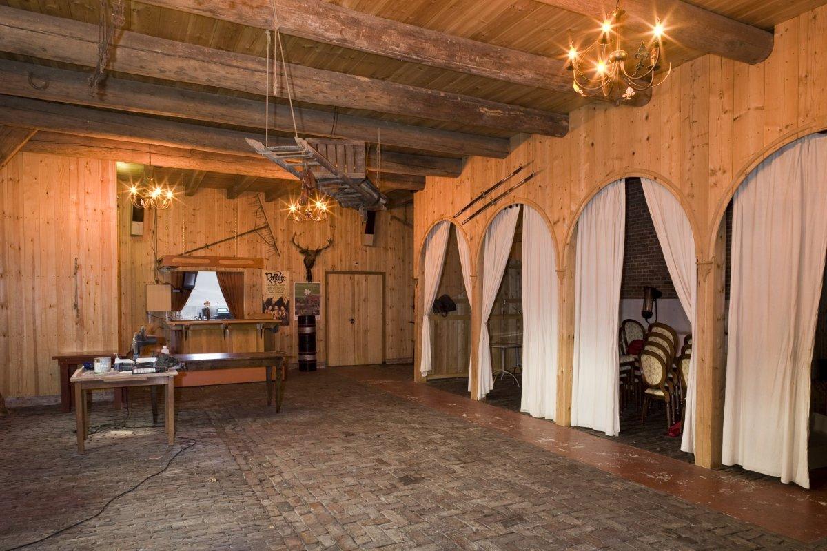 File interieur feestzaal in de voormalige paardenstal met for Interieur antwerpen