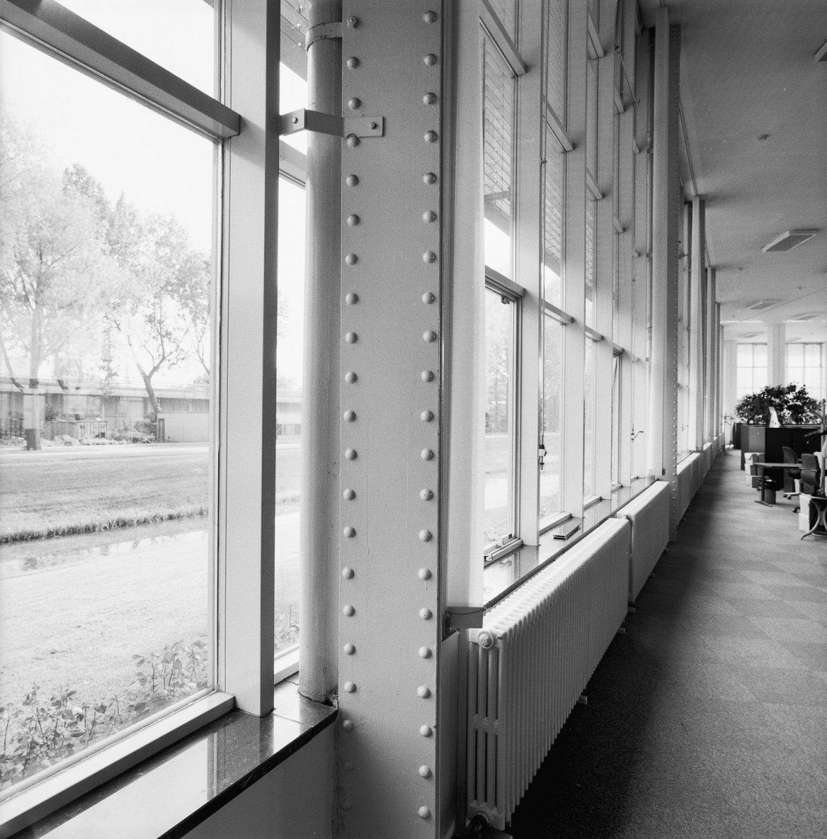 File interieur kantoorgebouw binnenaanzicht vliesgevel for Interieur rotterdam