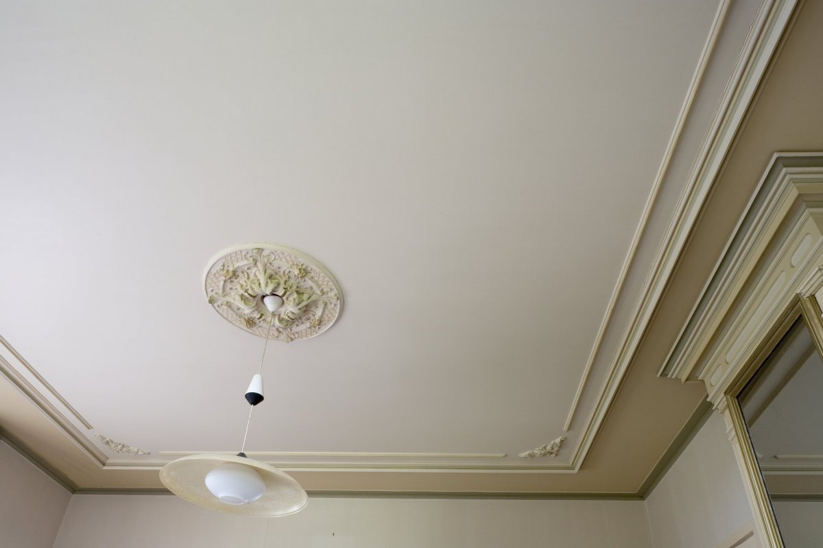 File interieur plafond met stucwerk in de grote for Stucwerk plafond
