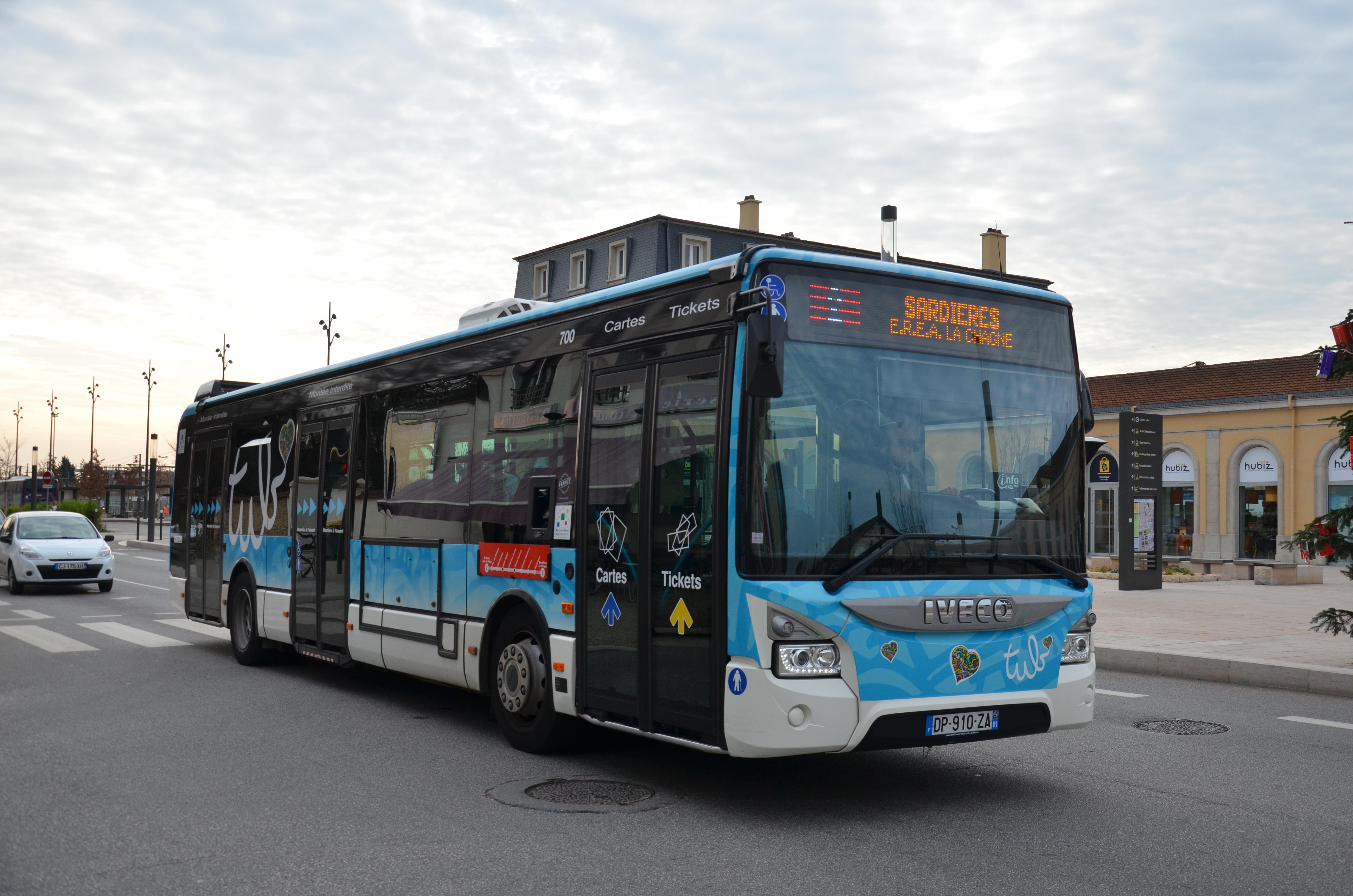 File:Iveco Bus Urbanway 12 n°700 TUB Sémard Gare.jpg - Wikimedia Commons