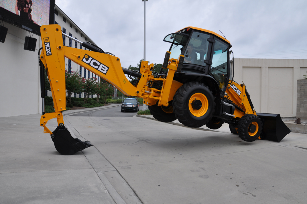 File:JCB 3CX backhoe loader, Florida, backhoe trick 9.jpg
