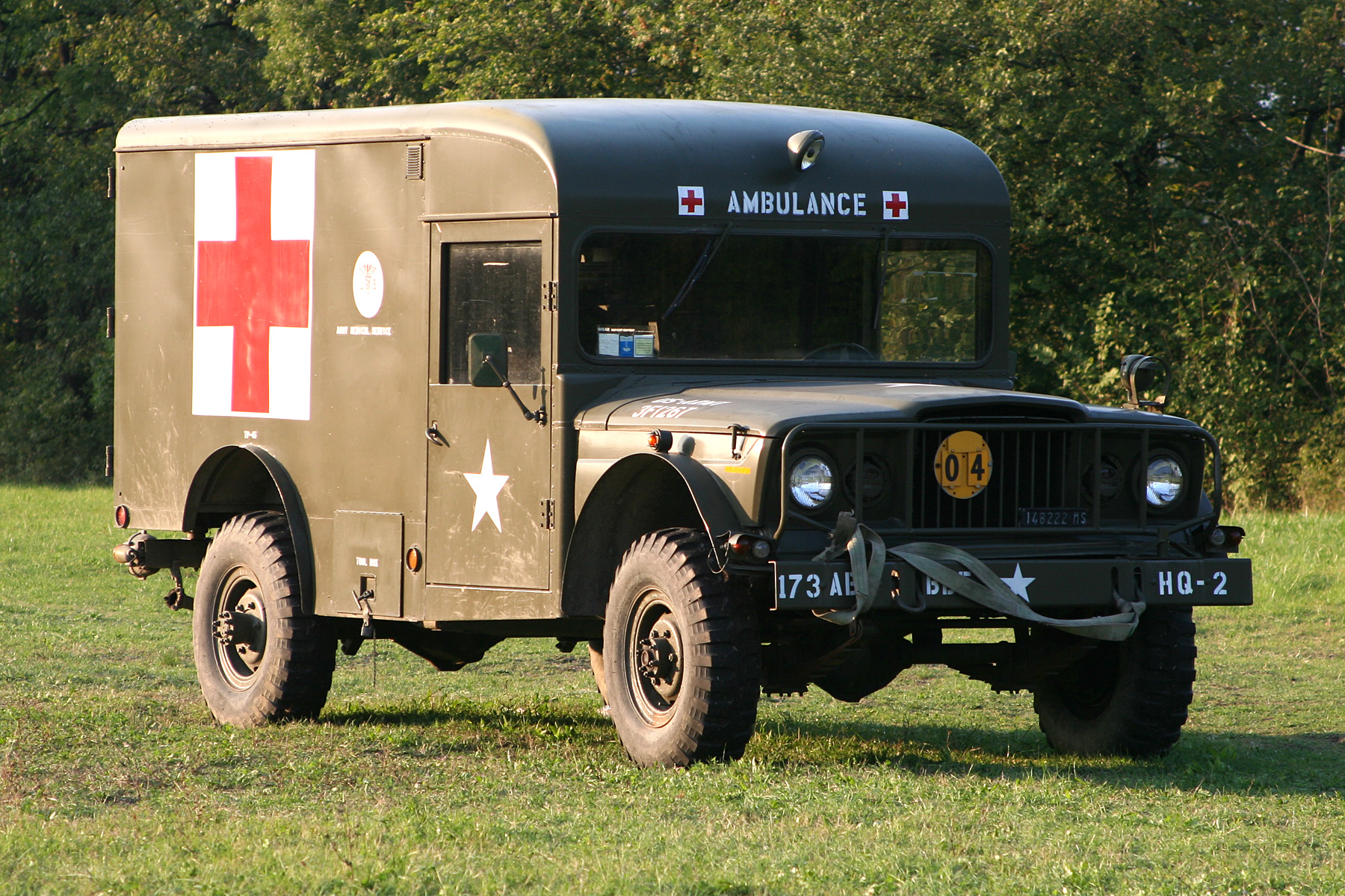 Red Dodge Avenger >> File:Jeep M725, military ambulance.jpg - Wikimedia Commons