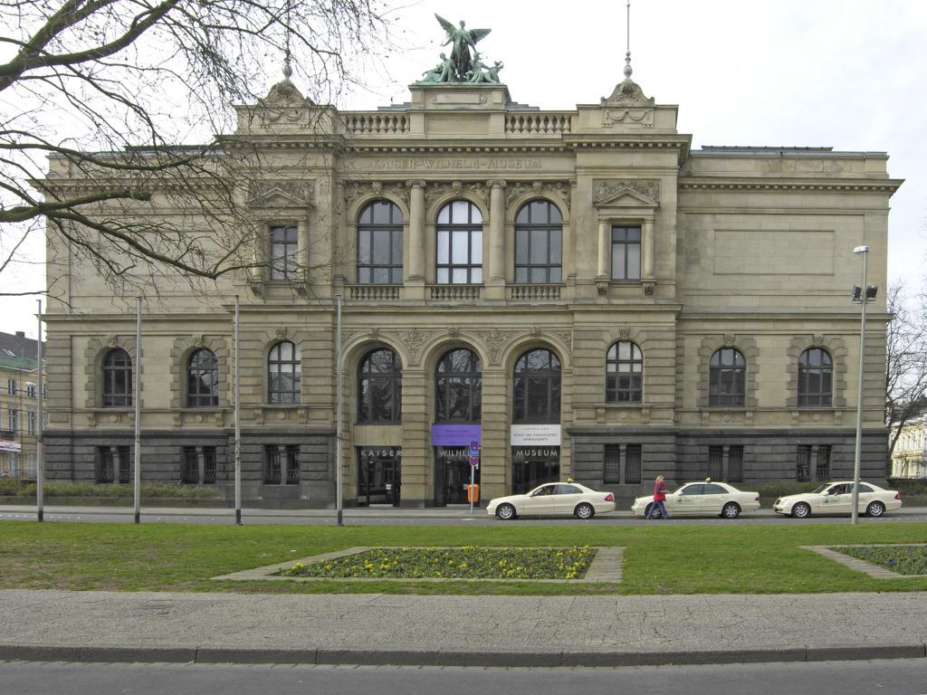 Kaiser wilhelm museum wikipedia for Koch krefeld