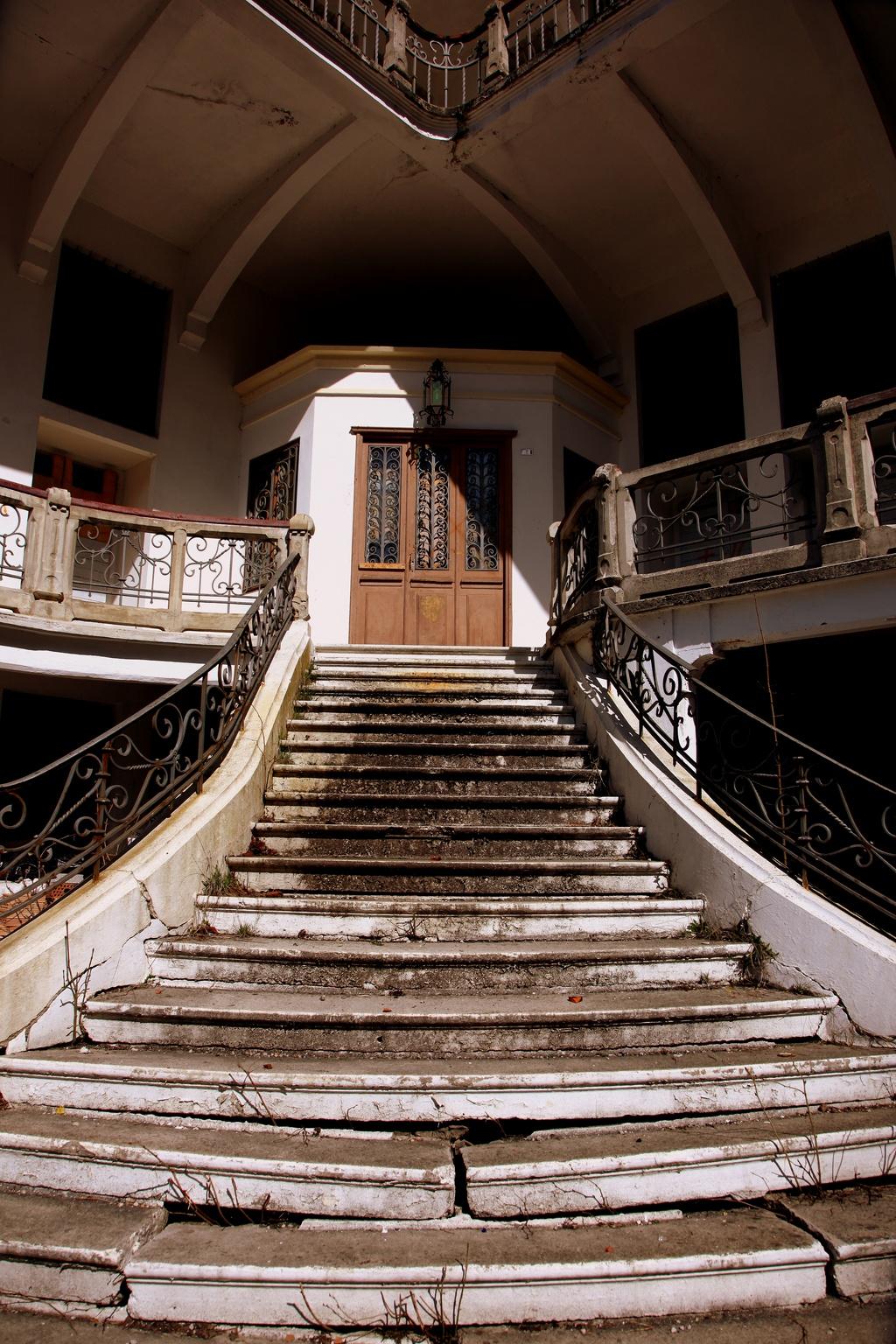 file l 39 abbaye escaliers manoir de haute. Black Bedroom Furniture Sets. Home Design Ideas