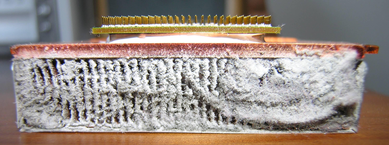 Zabrudzony układ chłodzenia procesora