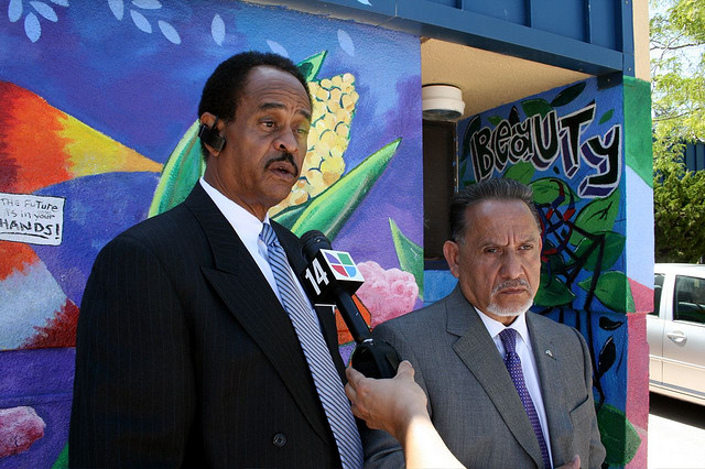 File:Larry reid, vice mayor, and ignacio de la fuente spoke outside an elementary school threatened with an ICE immigration raid.jpg