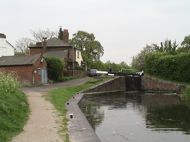 Lock on the Birmingham and Fazeley Canal - geograph.org.uk - 15844