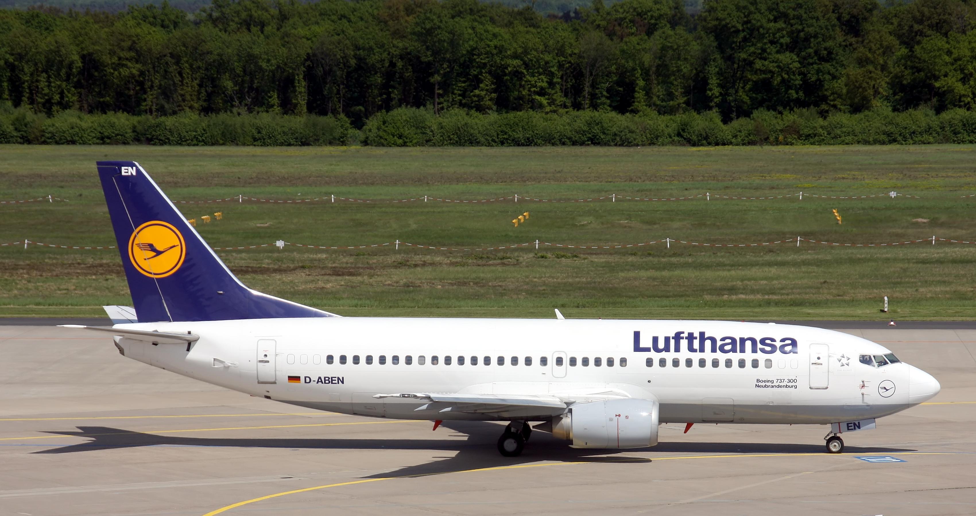 ... (Neubrandenburg) - Boeing 737-300 - Airport Cologne Bonn (8991).jpg