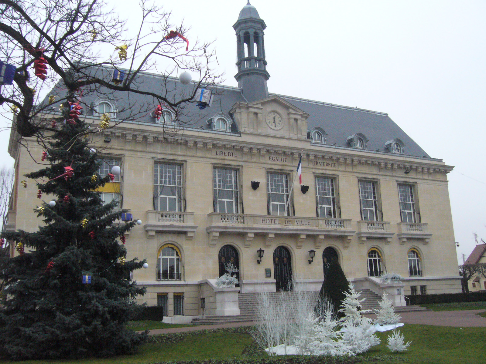 File mairie de aulnay sous wikimedia commons for Bois colombes piscine