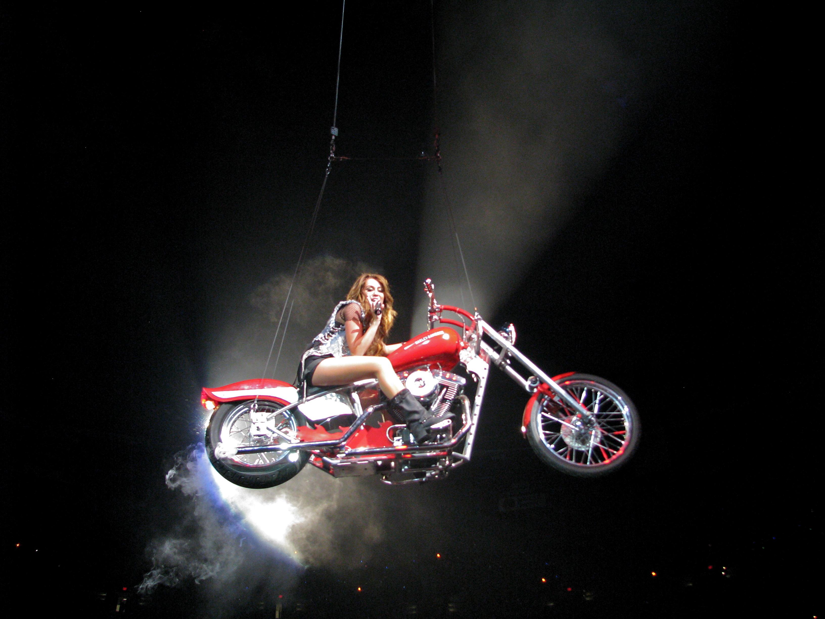 File Miley Cyrus Wonder World Tour I Love Rock N Roll 4 Jpg