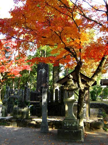 The grave-marker of Miyamoto Musashi, in present-day Kumamoto Prefecture (熊本県)