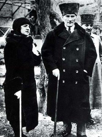 File:Mustafa Kemal Atatürk and Latife Uşşaki (1923).jpg