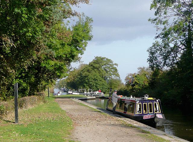 Narrowboat at Hunts Lock near Fradley Junction - geograph.org.uk - 1567327