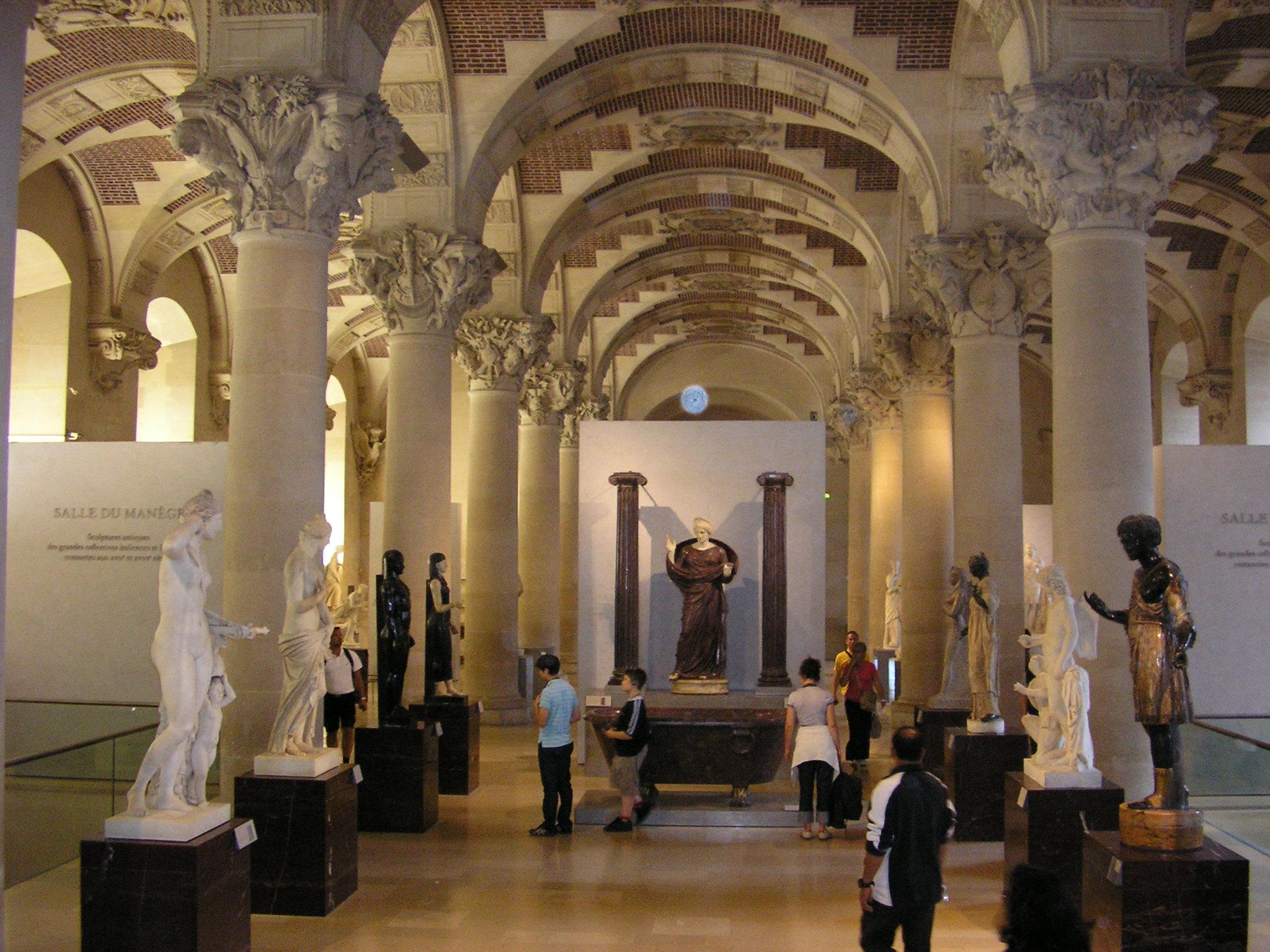 File palais du louvre salle du man ge for Le louvre interieur