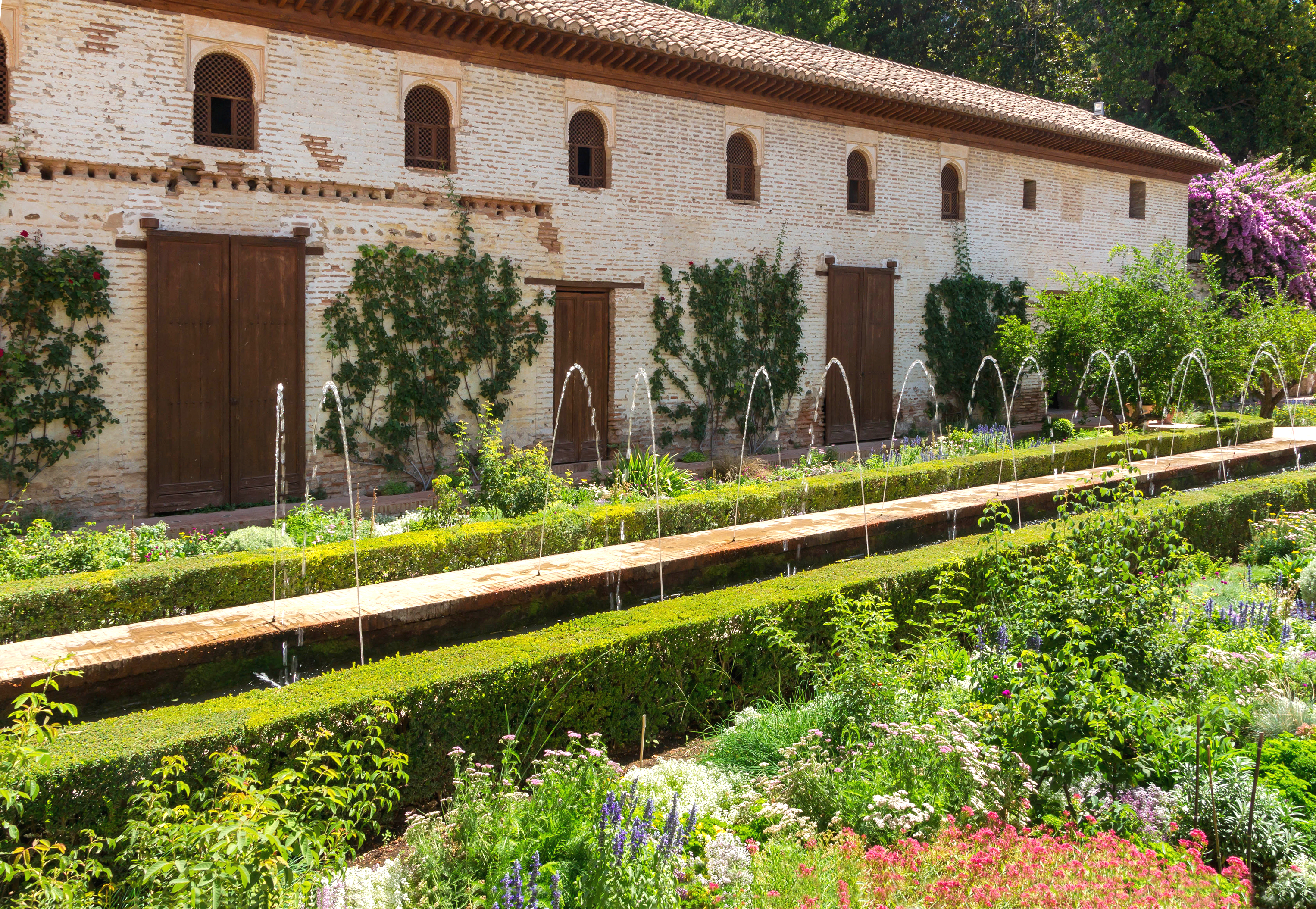 File:Patio de la Acequia fountains Generalife Granada Spain.jpg ...