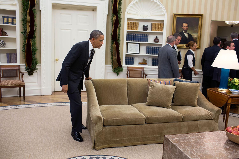 File president barack obama moves a wikimedia - El mejor sofa ...