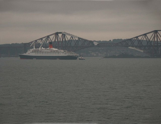 File:QE2 and the Forth Bridge - geograph.org.uk - 1002169.jpg