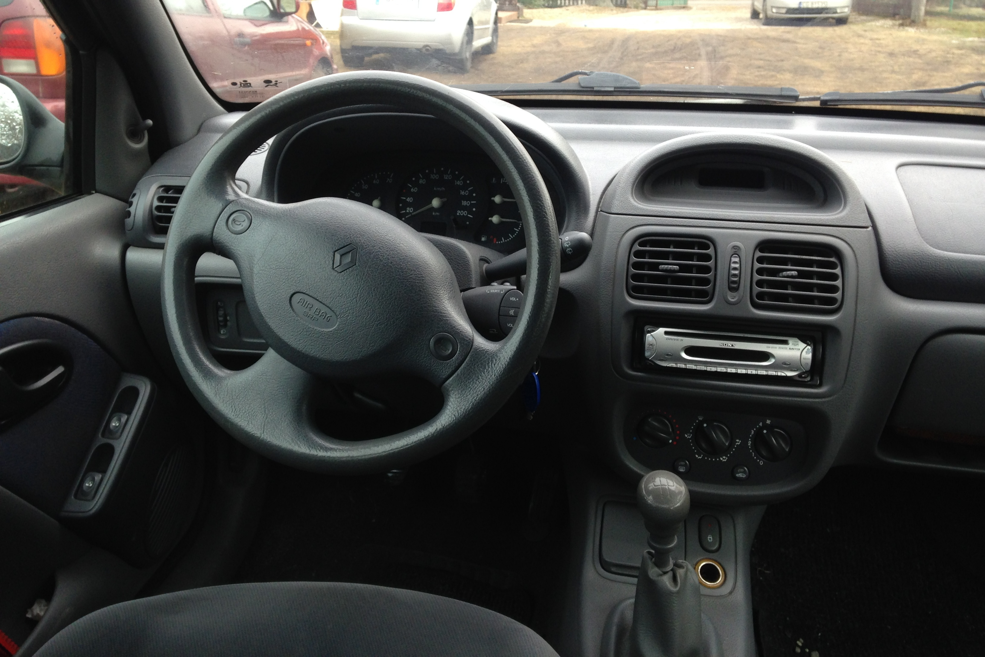 file renault clio ii phase i interior jpg wikimedia commons