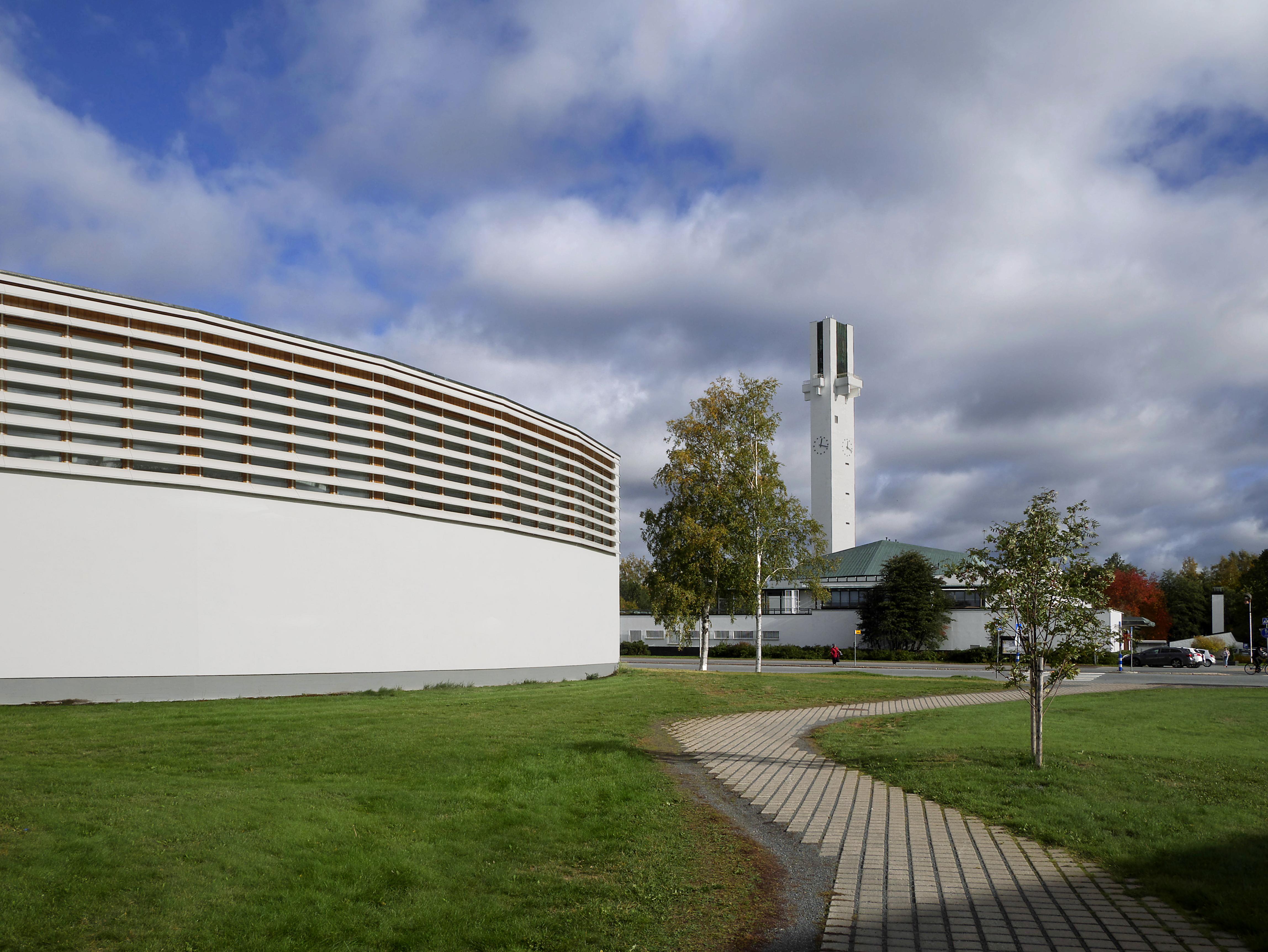 Seinäjoki old library and Lakeuden risti 20180925.jpg
