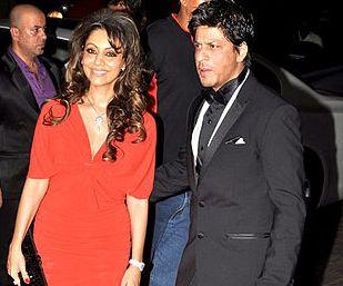 File:Shahrukh Khan with his wife Gauri Khan at Karan Johar's 40th birthday  bash at Taj Lands End (30).jpg - Wikimedia Commons