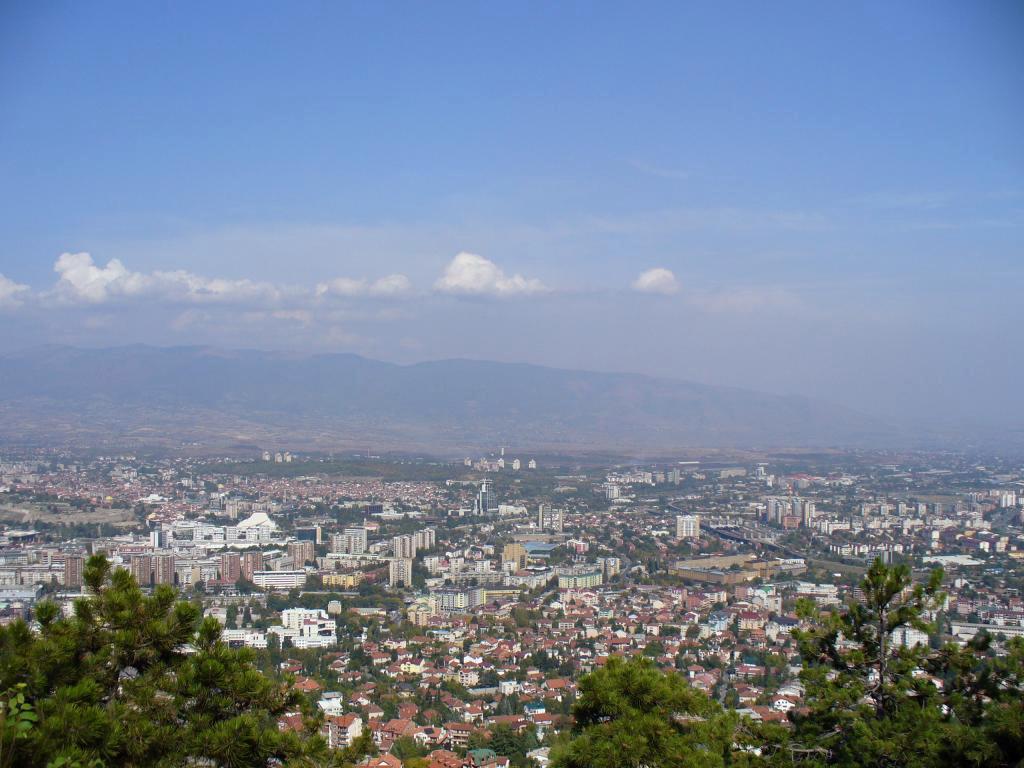 Description Skopje, FYR Macedonia.jpg