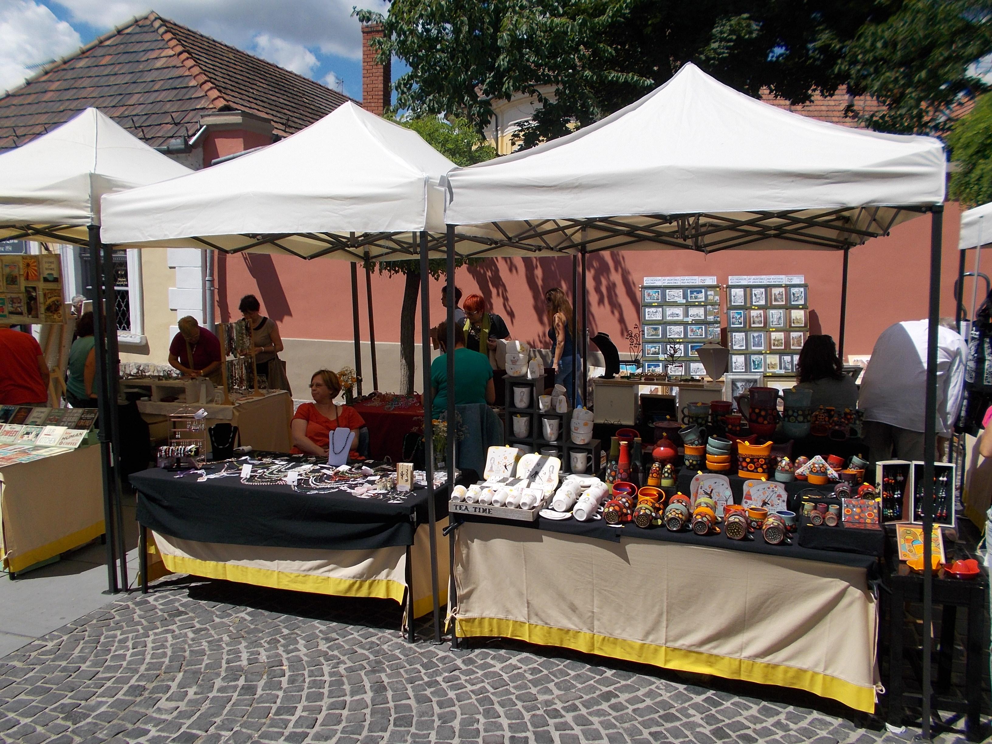 FileStreet Fair gift stalls. - Szentendre. Dumtsa Jen? Street.JPG & File:Street Fair gift stalls. - Szentendre. Dumtsa Jen? Street ...
