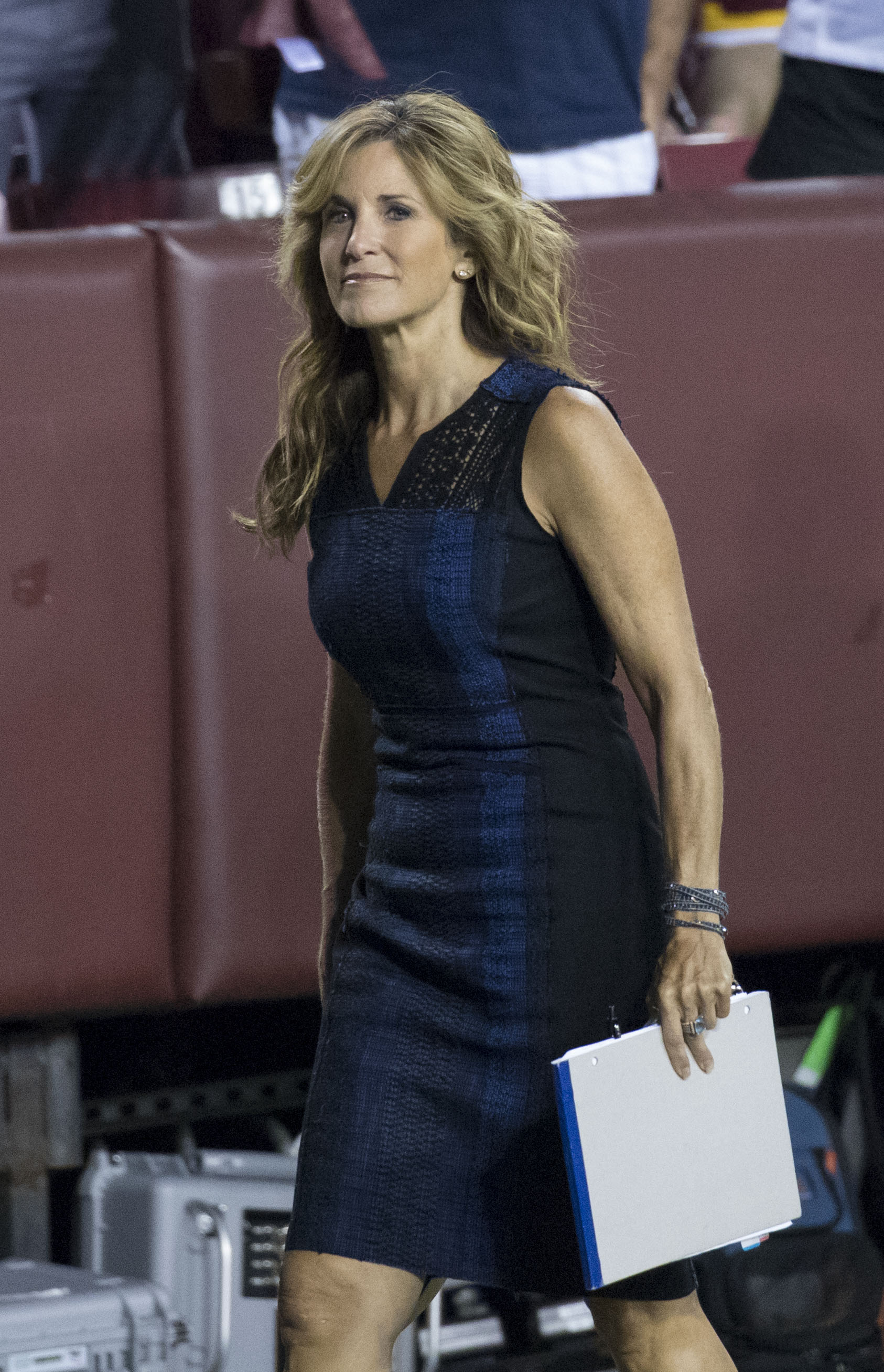 The 56-year old daughter of father (?) and mother(?) Suzy Kolber in 2021 photo. Suzy Kolber earned a  million dollar salary - leaving the net worth at 1 million in 2021