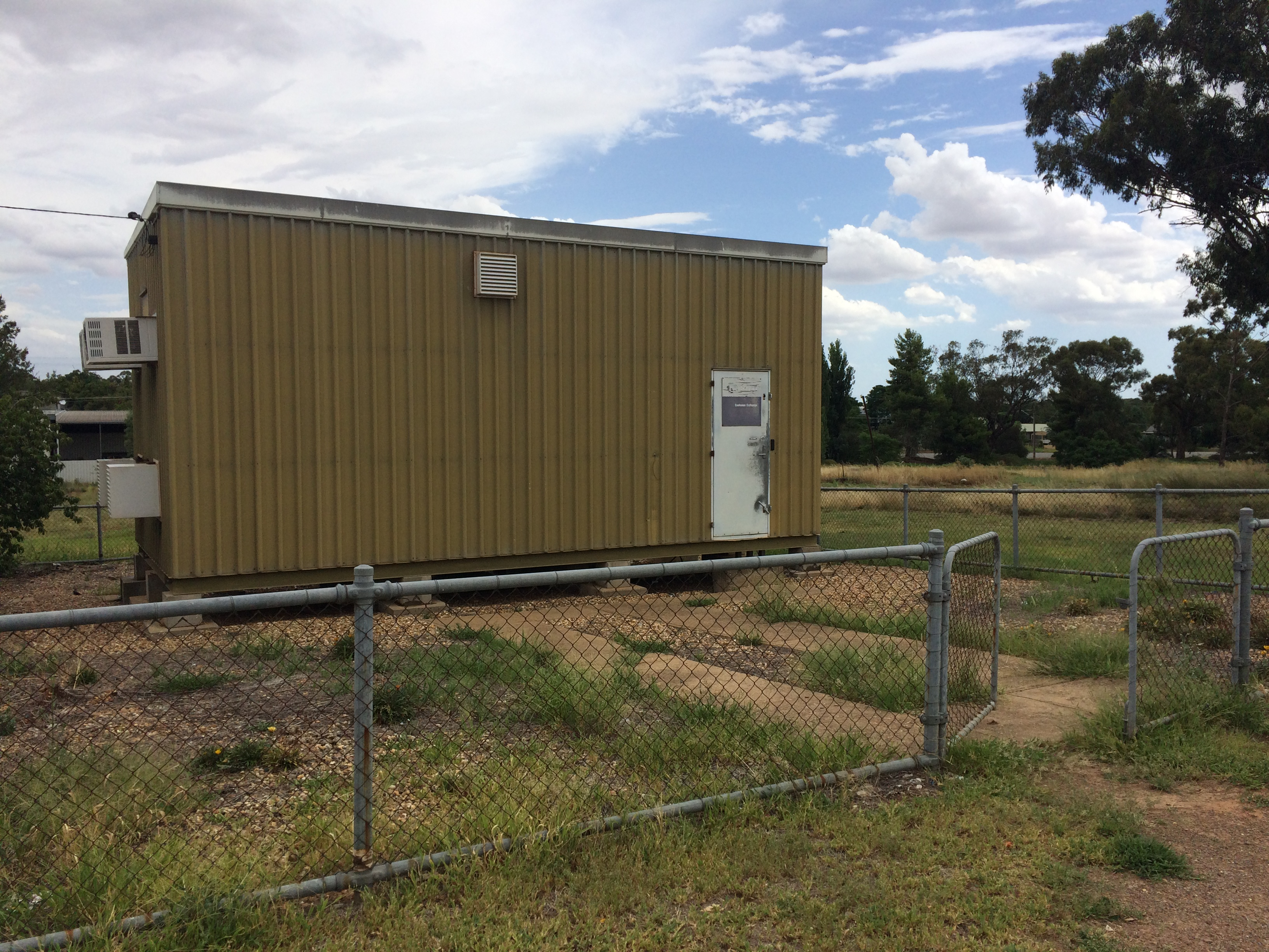 File:Telstra telephone exchange in Coolamon jpg - Wikimedia Commons