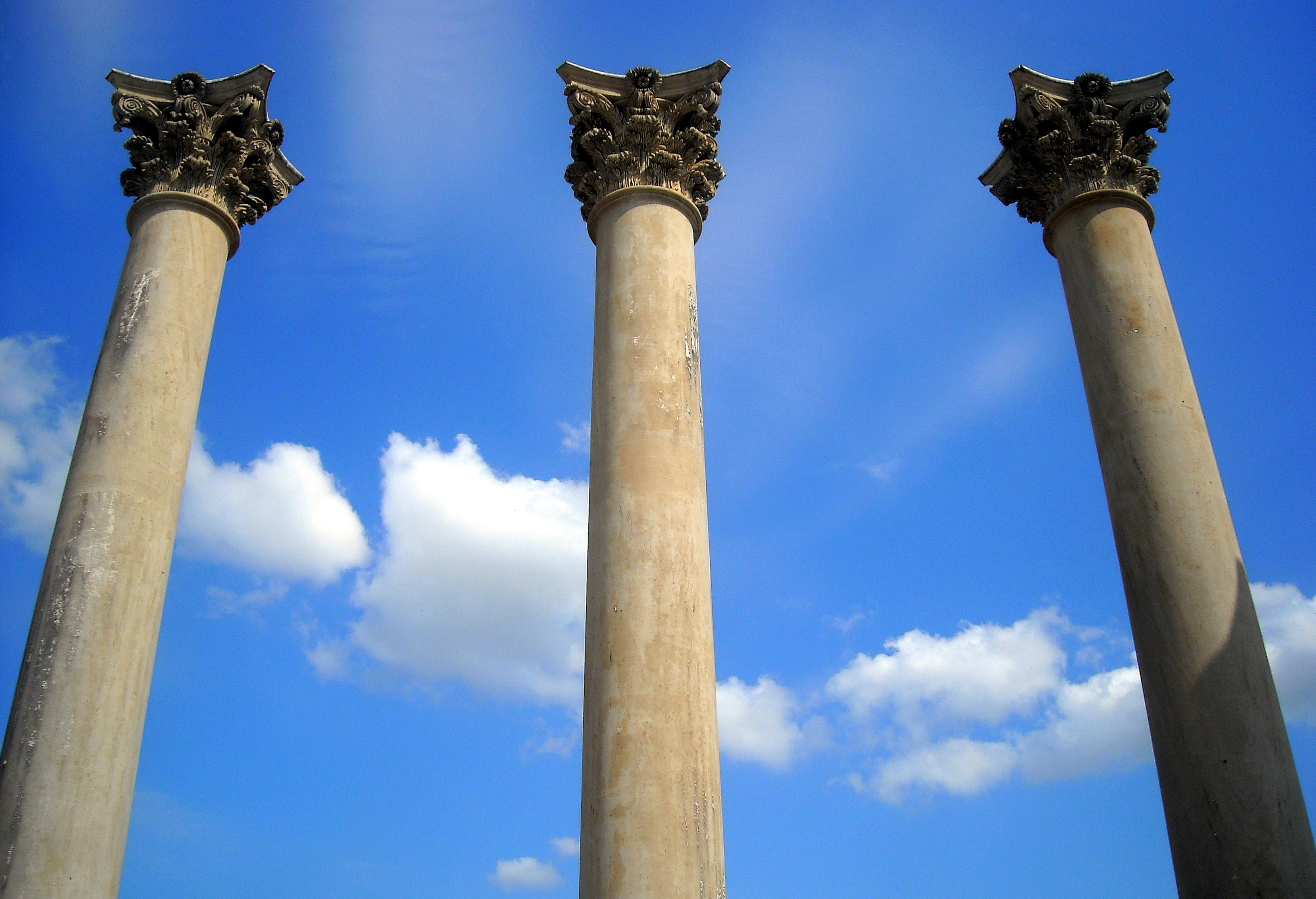 Three Columns  >> File Three In A Row National Capitol Columns Jpg Wikimedia Commons