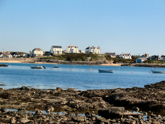 File:Trearddur Bay - geograph.org.uk - 699381.jpg