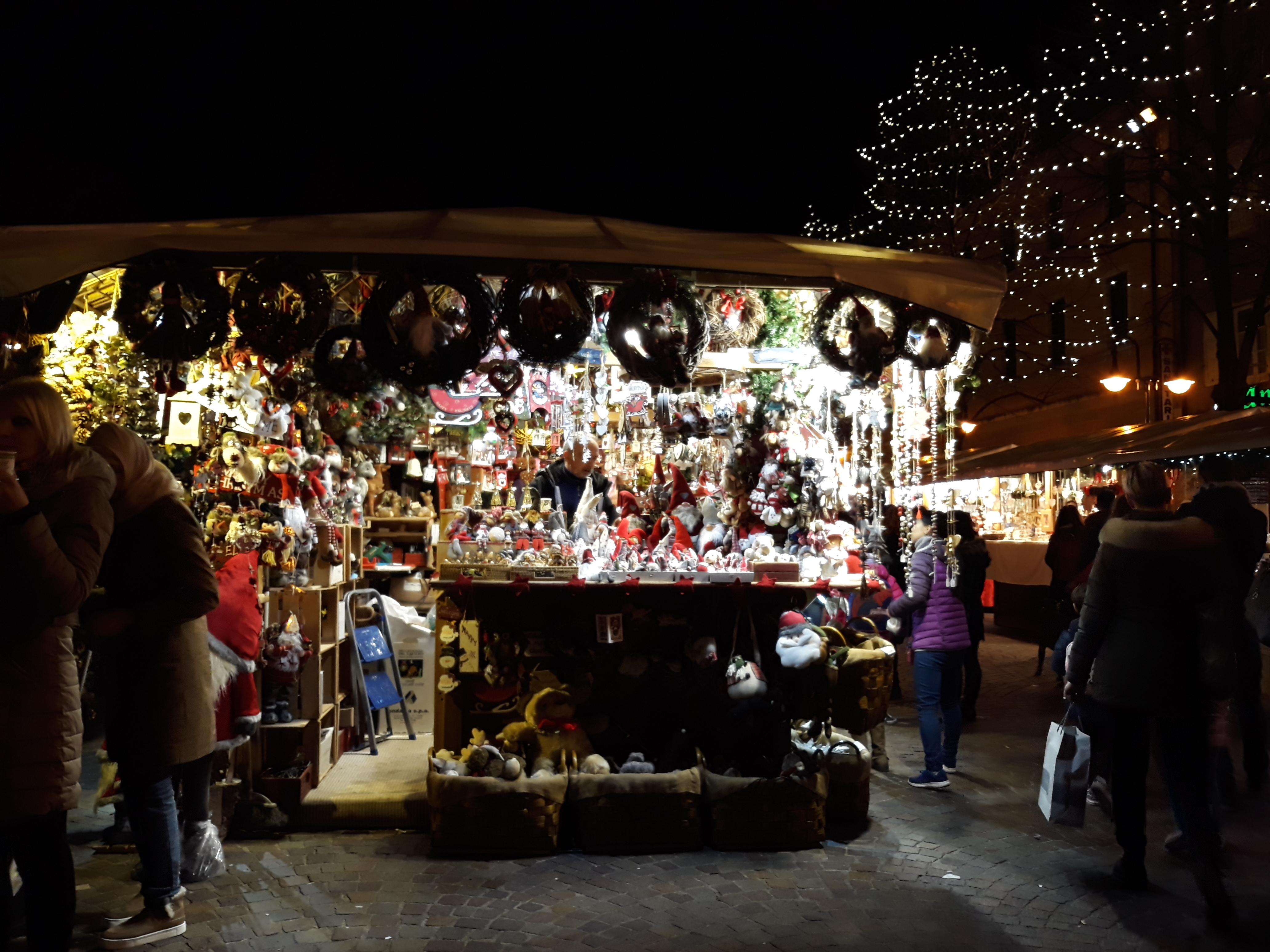 Immagini Di Mercatini Di Natale.File Trento Mercatini Di Natale 18 Nov 2017 Bottega Jpg Wikimedia Commons