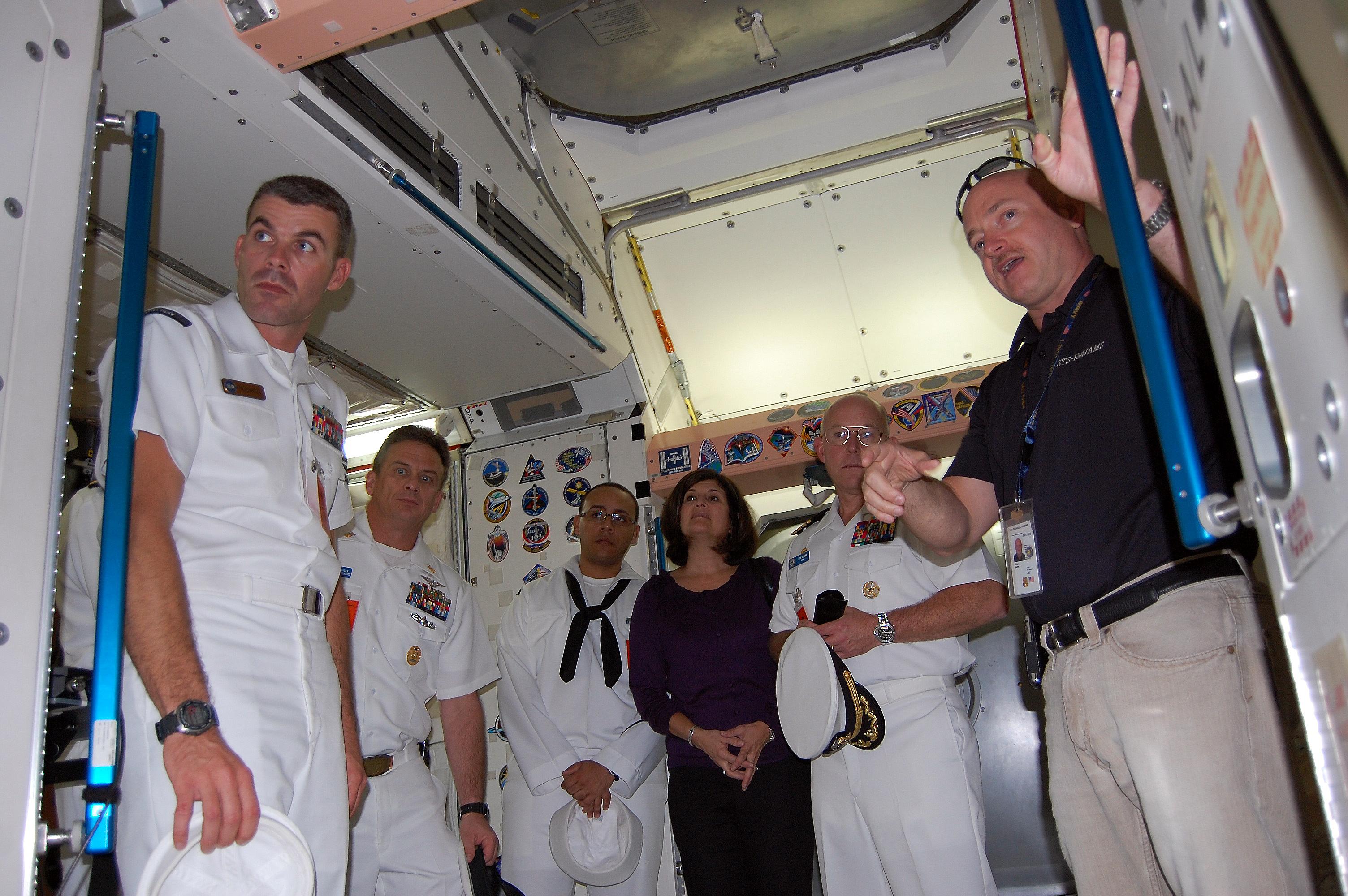 File:US Navy 091024-N-6220J-003 Navy Astronaut Capt. Mark ...