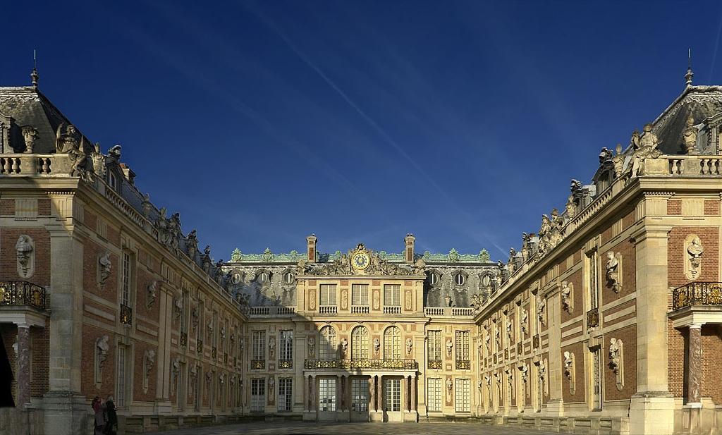 کاخ ورسای در فرانسه (به فرانسوی: Château de Versailles)