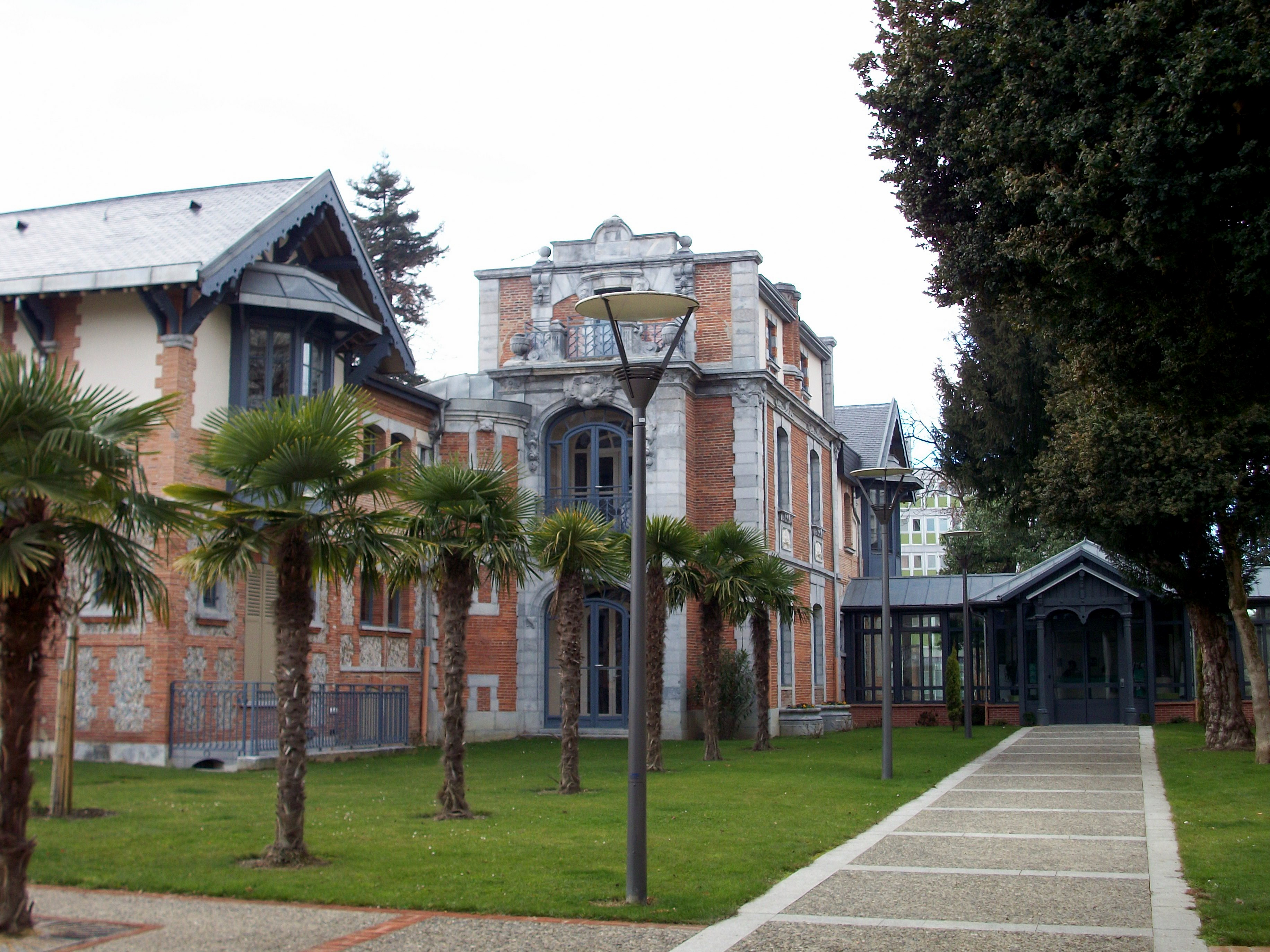 File villa fould tarbes france jpg wikimedia commons for Architecte tarbes