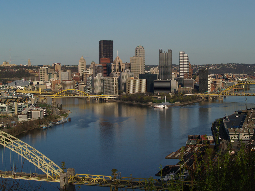 IMAGE(http://upload.wikimedia.org/wikipedia/commons/a/a7/West_End_Overlook%2C_Pittsburgh%2C_PA.jpg)