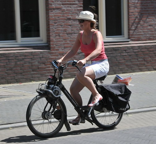 File:Woman on Velosolex.jpg