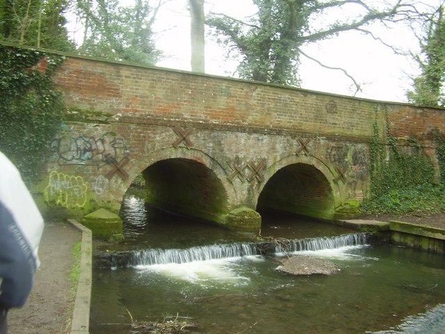 Wymondham Abbey bridge - geograph.org.uk - 991547