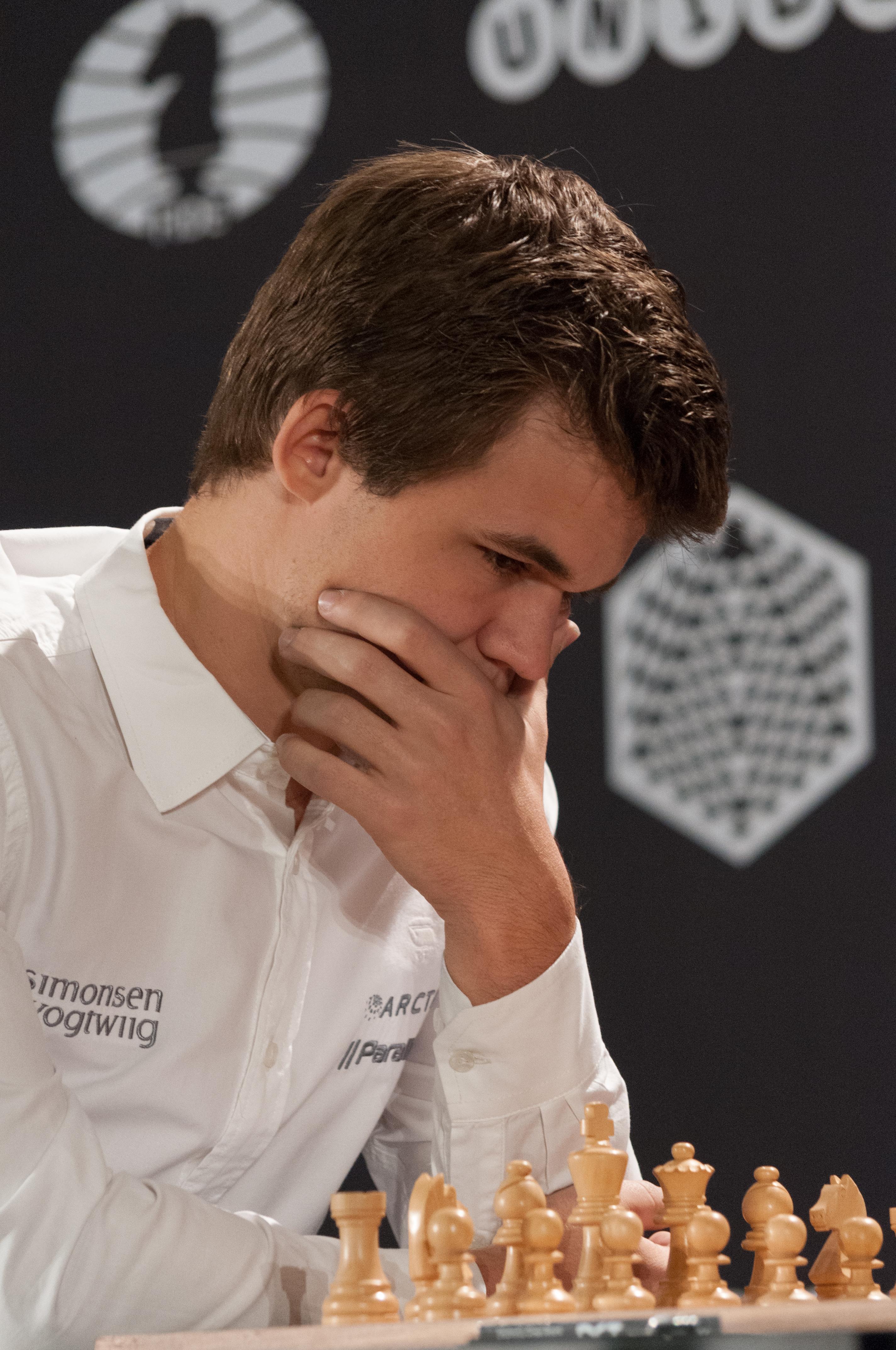 File:15-10-10-Magnus Carlsen-RalfR-N3S 2342.jpg - Wikimedia Commons