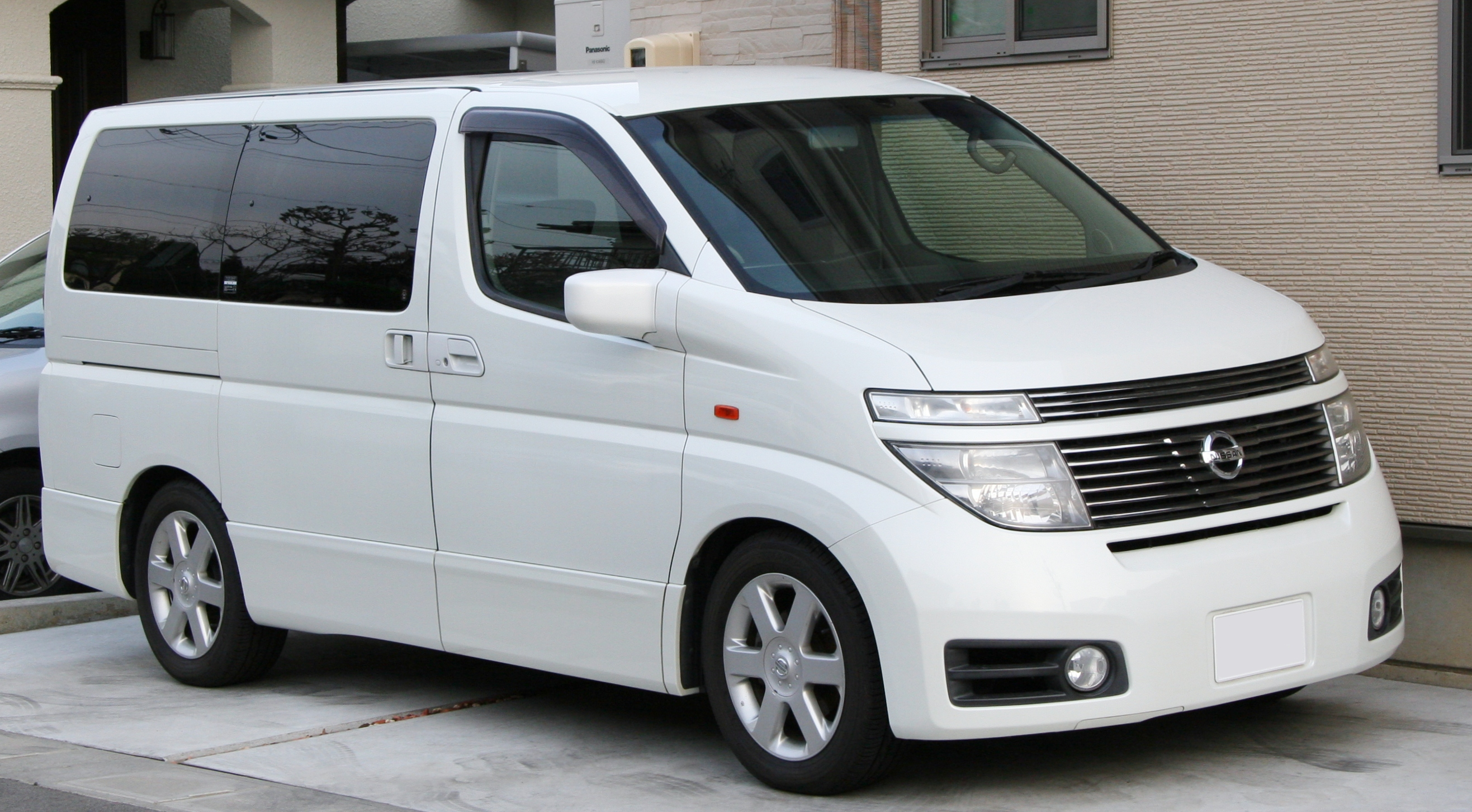 File 2002 2003 Nissan Elgrand Highway Star Jpg Wikimedia