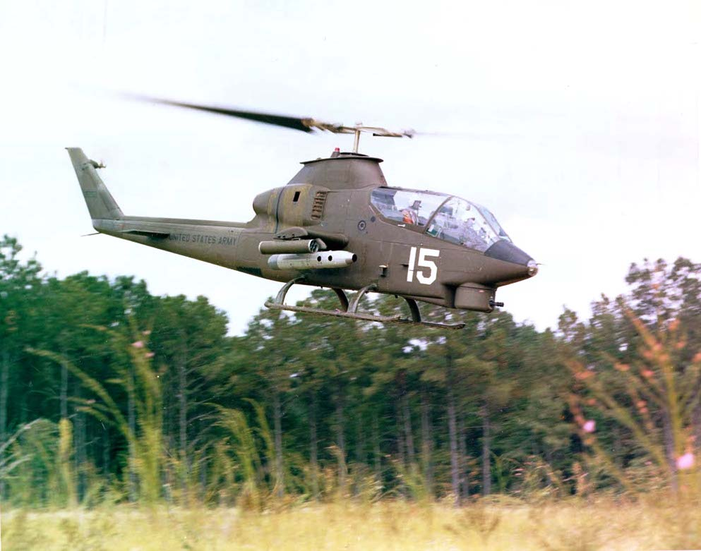 https://upload.wikimedia.org/wikipedia/commons/a/a8/Ah-1cobra_1.jpg
