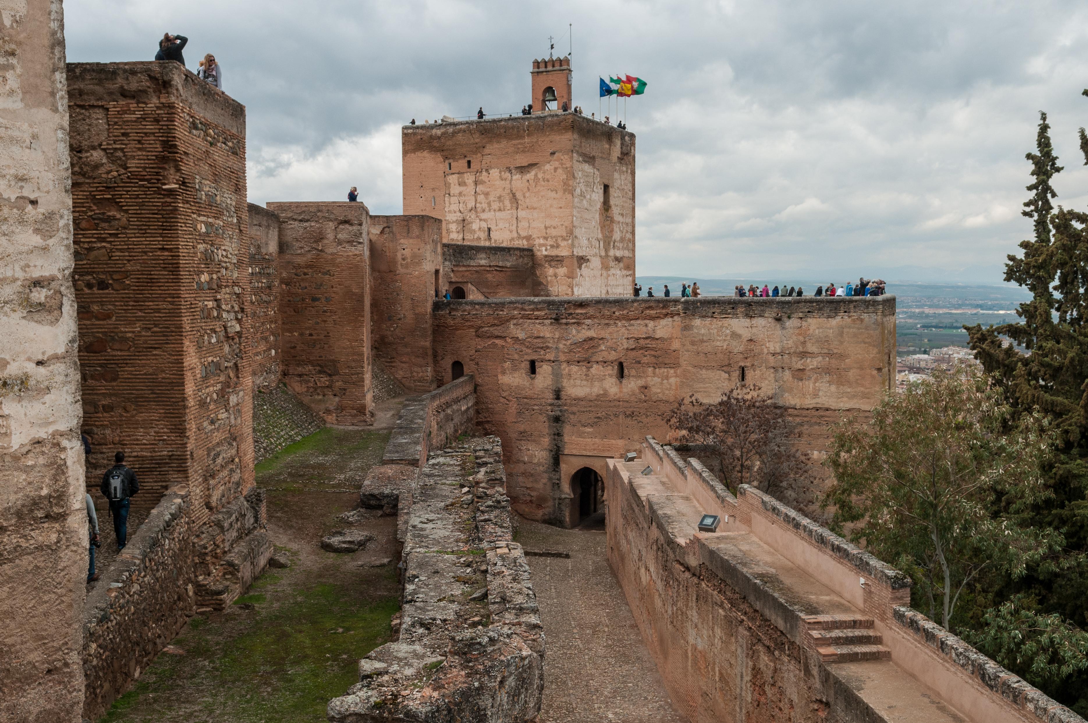 File:Alcazaba in Alhambra, Granada (7076755831).jpg - Wikimedia Commons