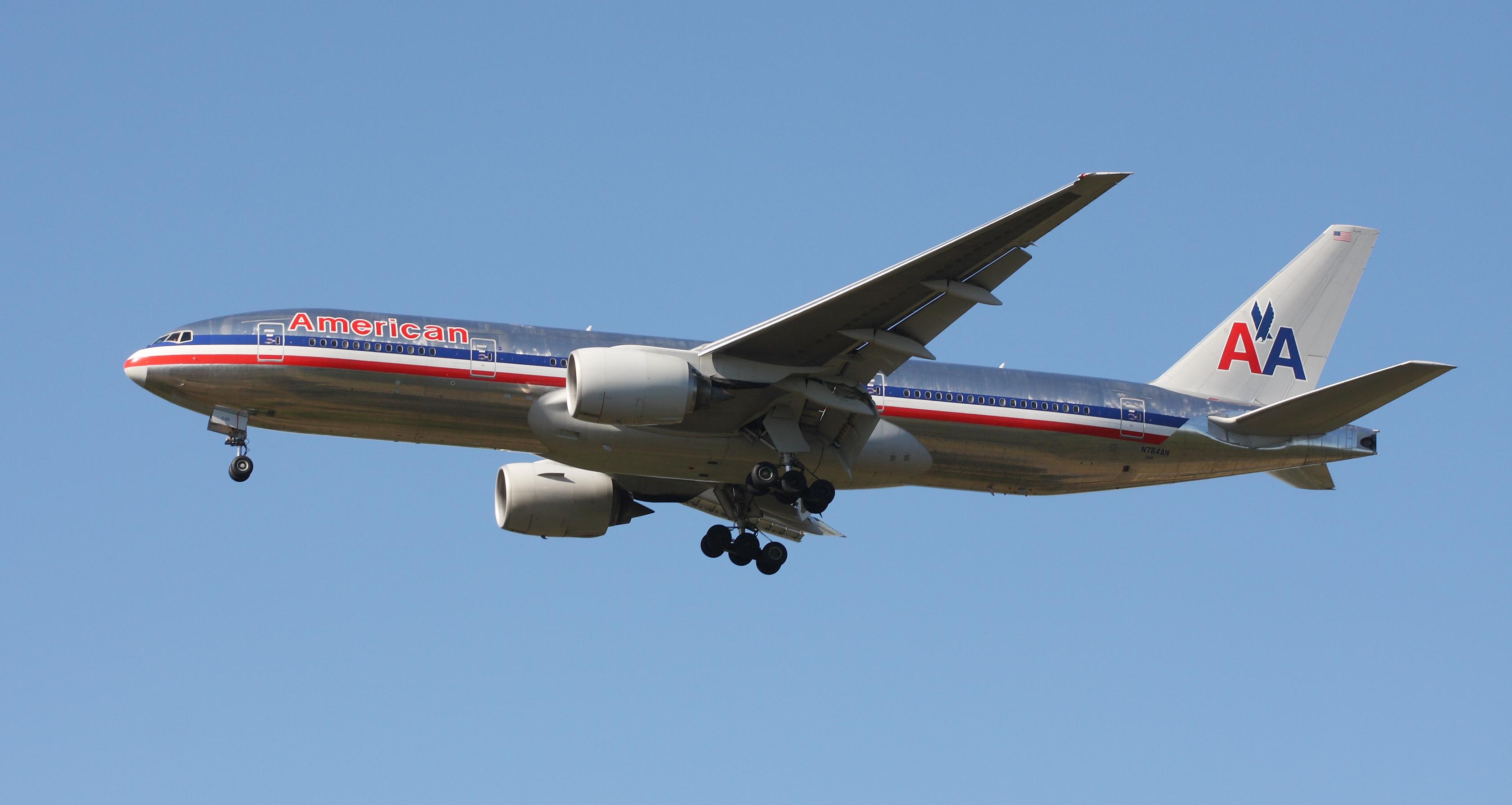Description American Airlines B777 223ER N784AN
