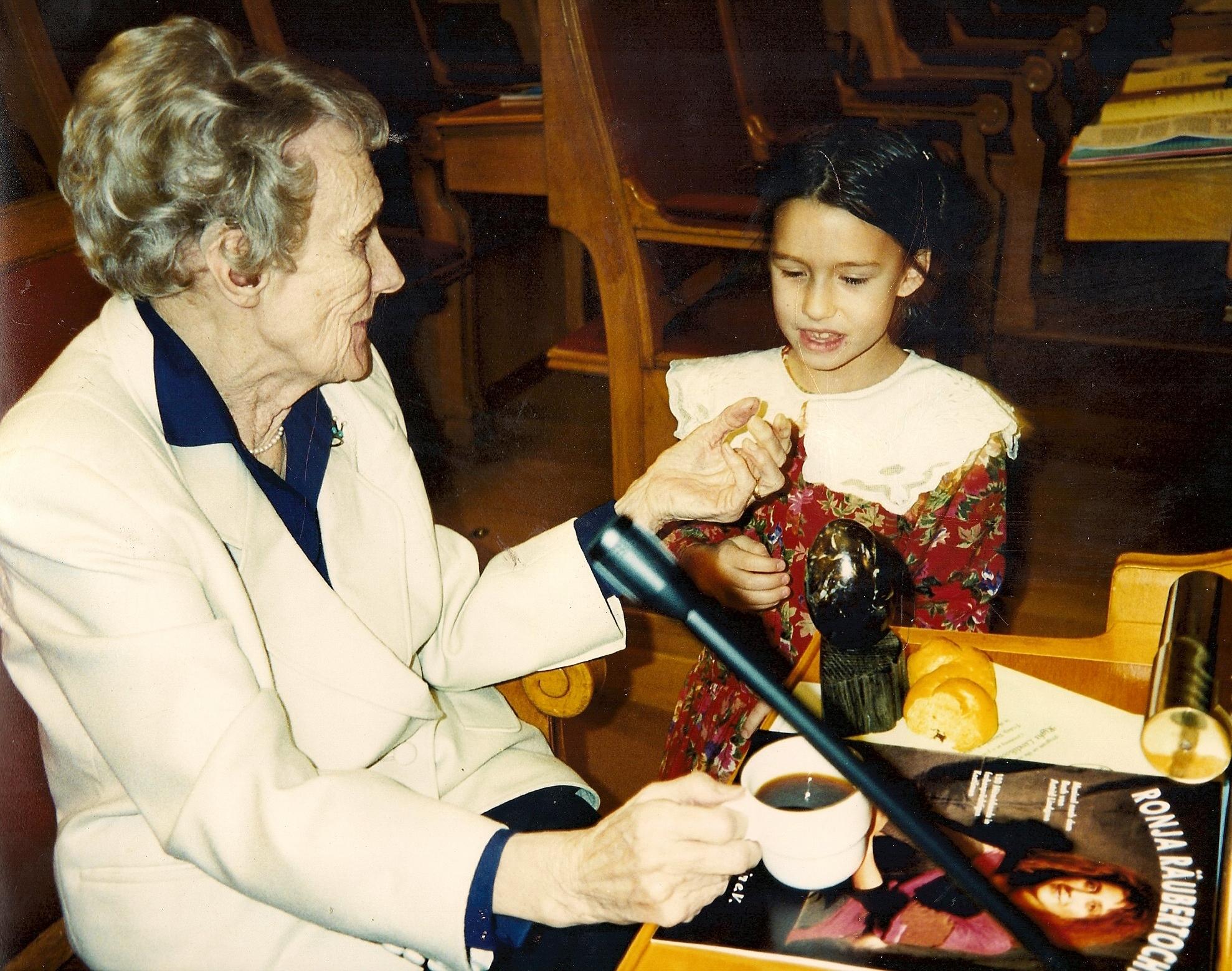 Astrid Lindgren (1994) bei der Verleihung des [[Right Livelihood Award